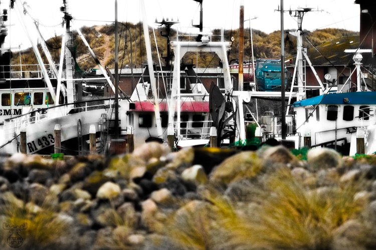 2546 - Fishing boat details - -