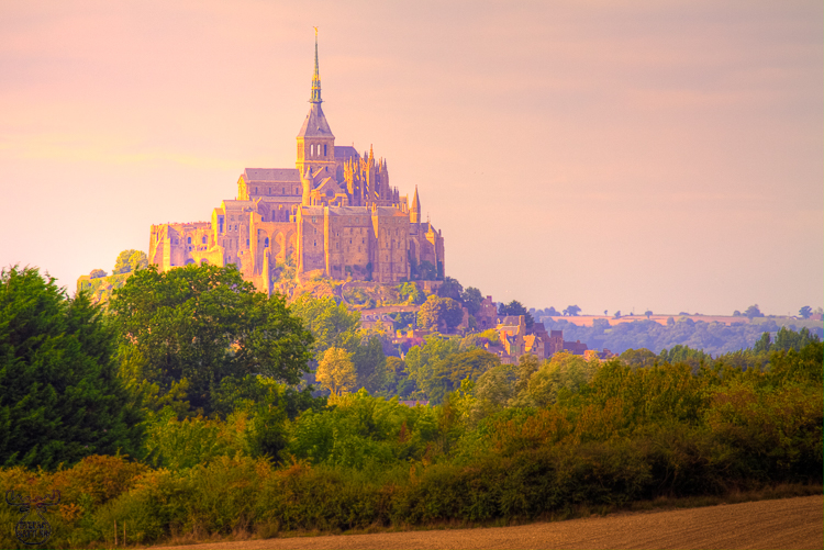 2825 - Distant Mont-Saint-Michel - -